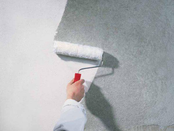 Покриття поверхонь грунтовкою під плитку