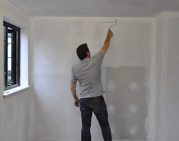 Самостійна грунтовка стін під шпалери