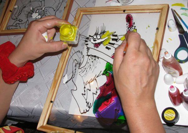 Нанесення акрилової фарби на скло