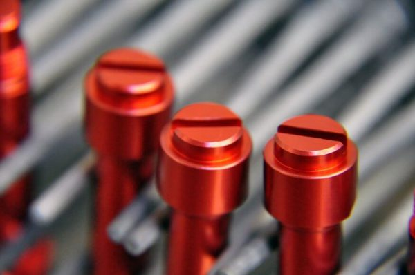 Анодування металу додає міцності та кольору