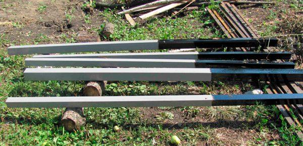 Обробка стовпів огорожі бітумом