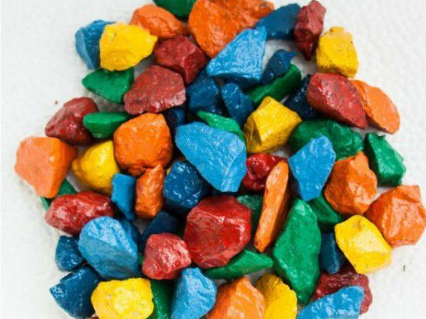 Щебінь пофарбований у різні кольори