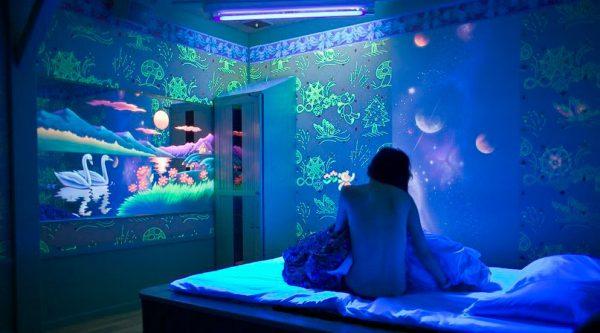 Флуоресцентна фарба для стін