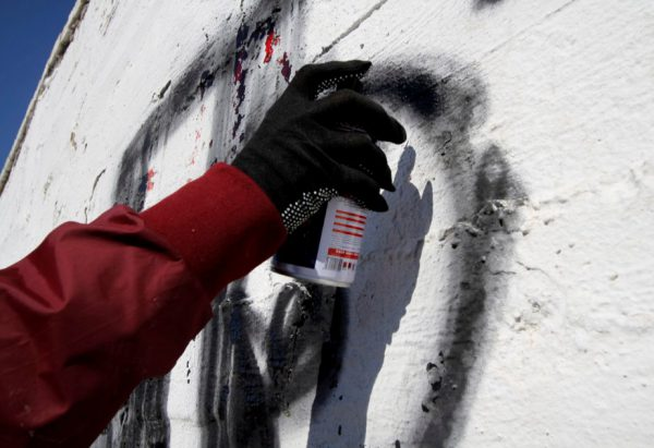 Процес малювання графіті балончиком