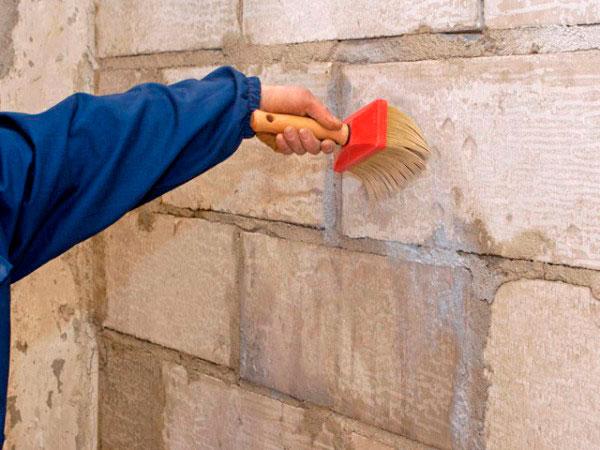 Грунтування зовнішніх стін
