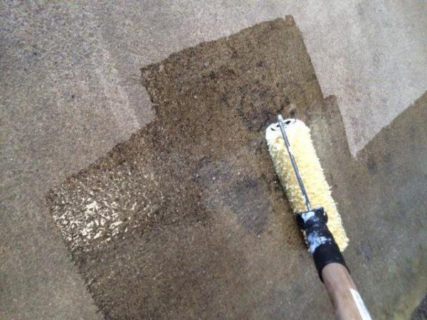Нанесення грунтовки по бетону