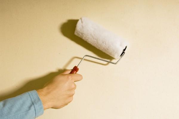 Грунтуємо перед фарбуванням стіни кухні