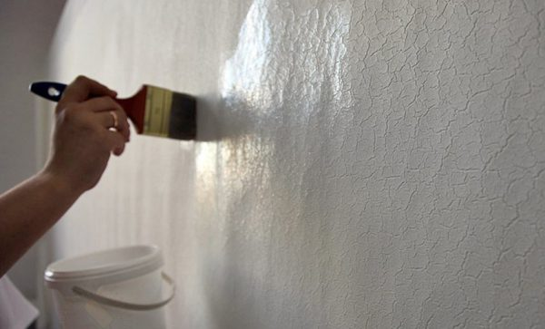 Грунтуємо ретельно стіни