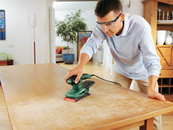 Підготовка дерев'яного столу до лакування