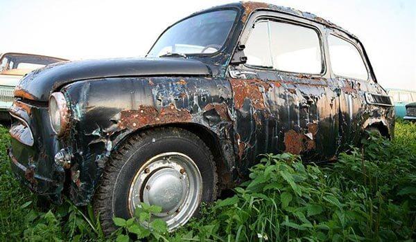 Корозія на старому автомобілі
