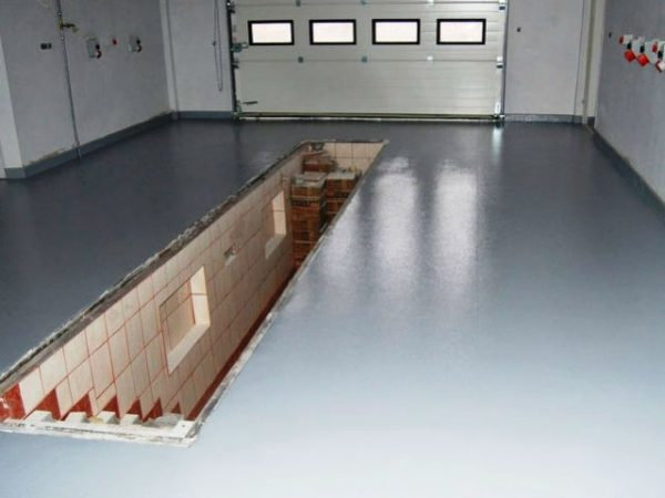 Фарбування бетонної підлоги в гаражі