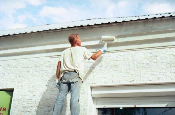 Самостійна фарбування фасаду будинку