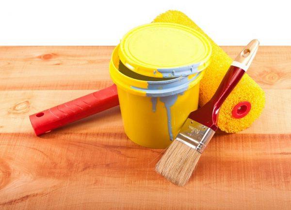 Використання фарби без запаху для дерев'яної поверхні