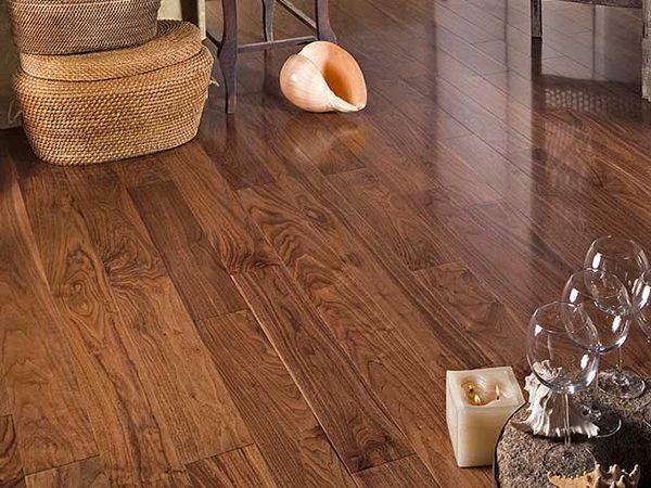 Дерев'яний лакований підлога