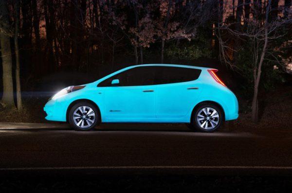 Авто світиться в темний час доби
