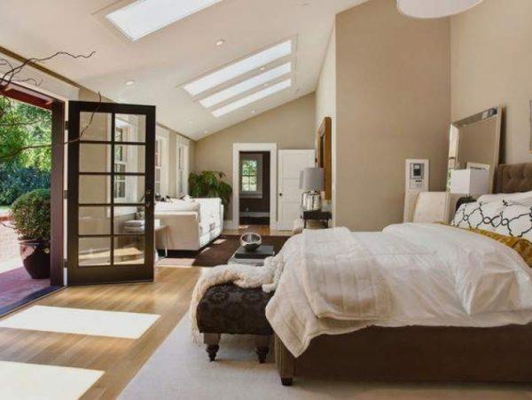 У спальні меблі нейтрального кольору