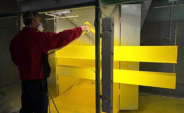 Процес фарбування поверхні порошковою фарбою
