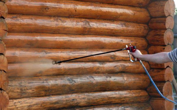 Нанесення захисного засобу на дерев'яну поверхню