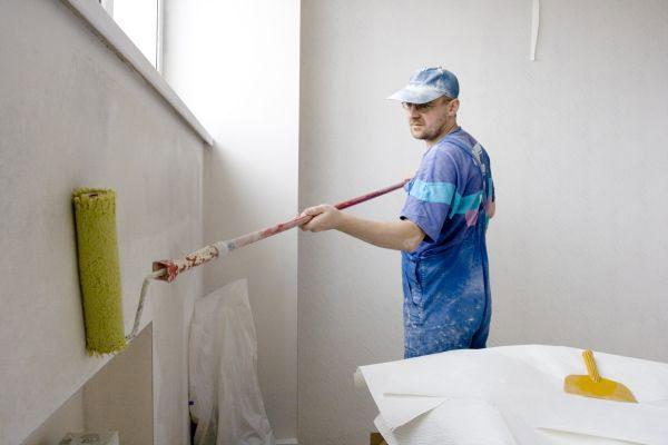 Нанесення грунтовки перед фарбуванням стін