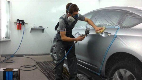 Нанесення фарби на автомобіль