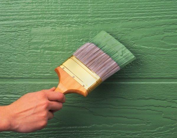 Покриття дерев'яних стін олійною фарбою
