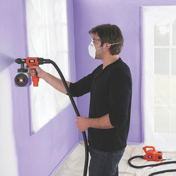 Нанесення фарби на стіну фарбопультом