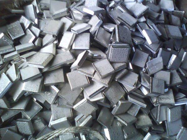Шматочки нікелю