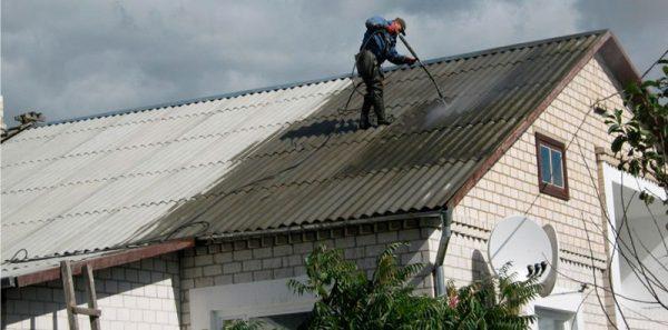 Очищення дахів від моху