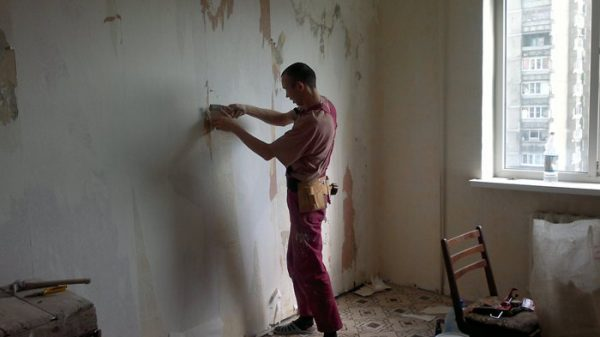 Очищення стін перед фарбуванням силікатною фарбою