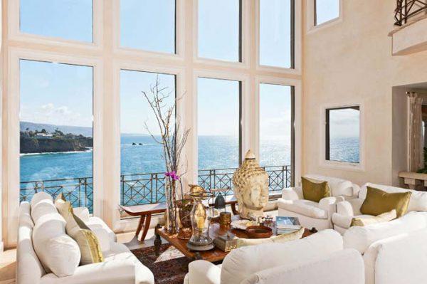 Пофарбовані віконні відкоси в інтер'єрі
