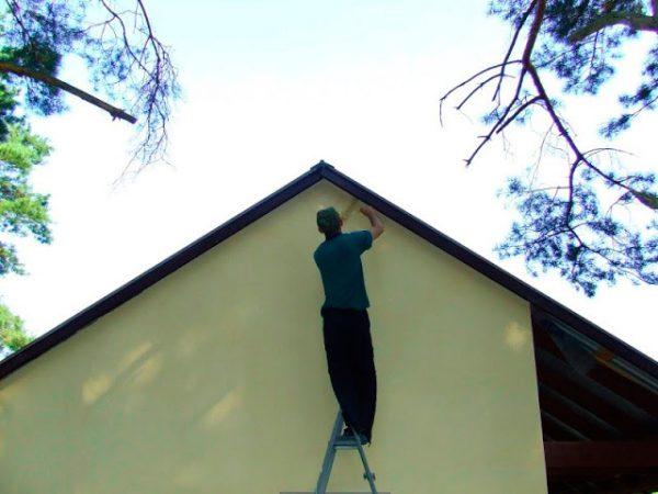 Фарбування валиком фронтону