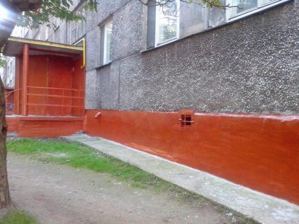 Пофарбований цоколь