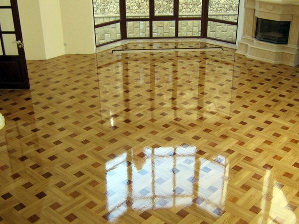 Паркетну підлогу в будинку покритий лаком
