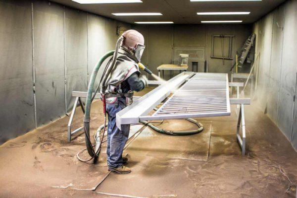 Очищення поверхні піскоструменем