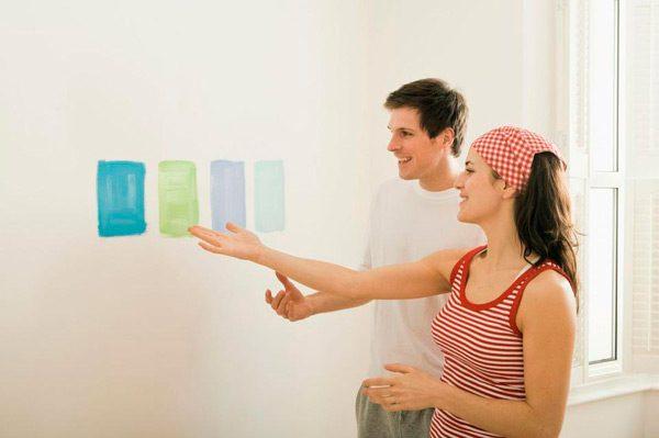 Мазки фарб на стіні