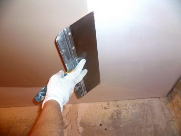 Шпаклювання стелі