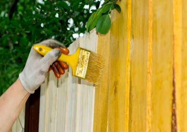 Фарбування дерев'яного паркану