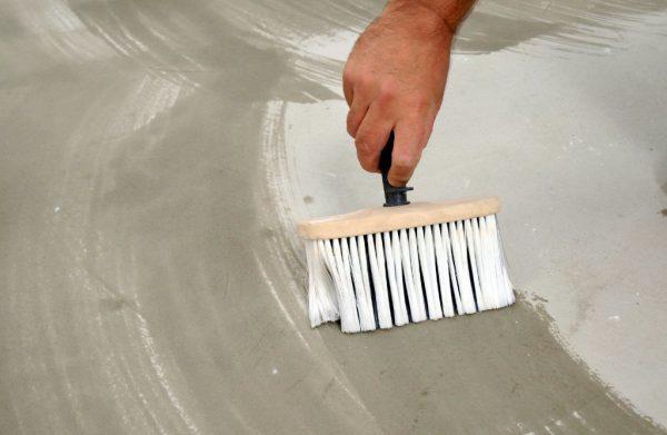 Фарбування бетонної поверхні гаража