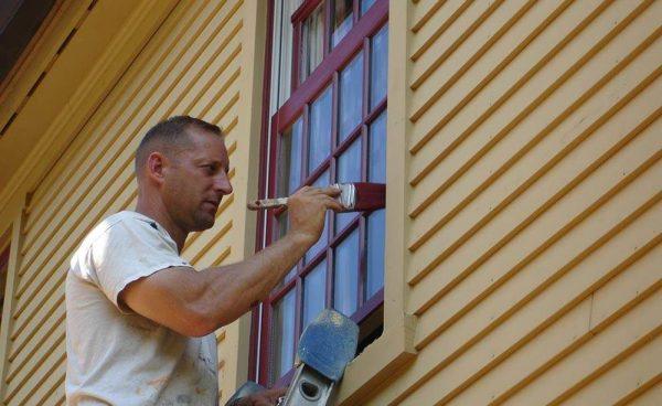 Процес фарбування віконних укосів
