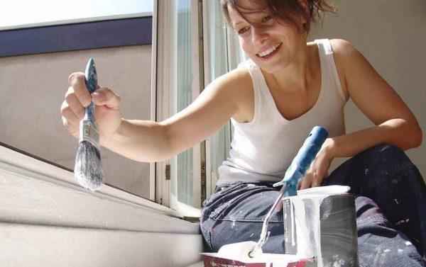 Процес фарбування підвіконня