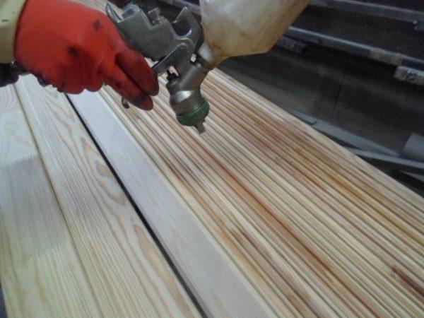 Фарбування дерева за допомогою фарбопульта