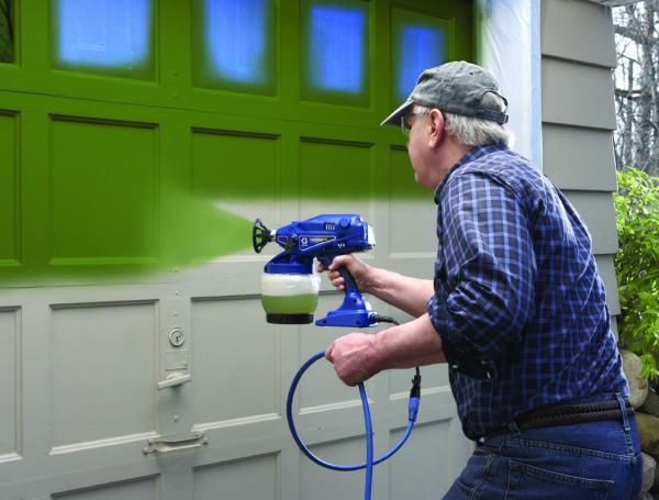 Фарбування електричним фарбопультом дверей