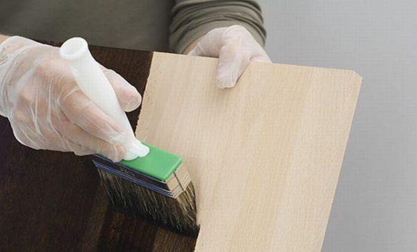 Нанесення просочення на деревину