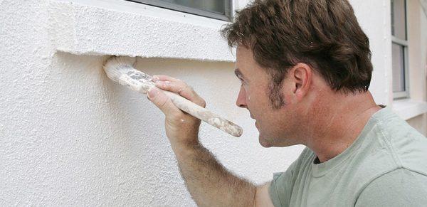 Фарбування фасаду будинку в білий колір