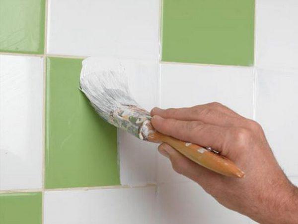 Процес фарбування кахлю у ванній