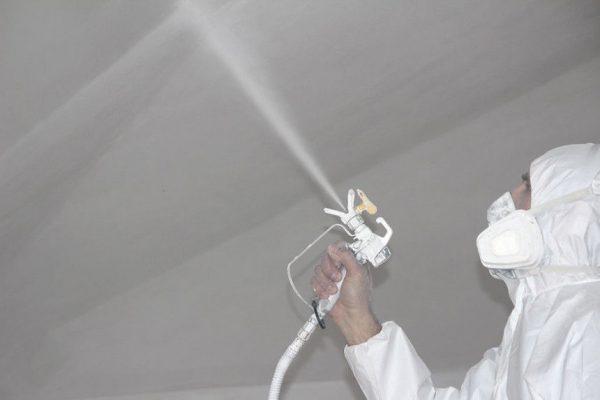 Фарбування штукатурки пульверизатором