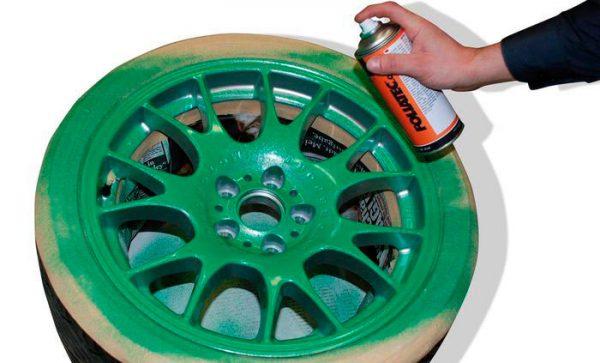 Фарбування шини спреєм