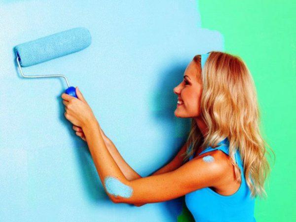 Фарбування стін акриловою фарбою