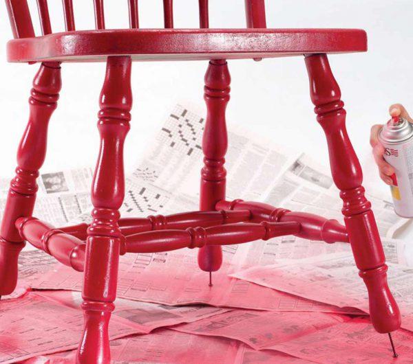 Фарбуємо стілець в червоний колір