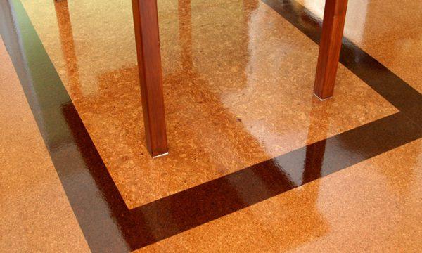 Покритий лаком пробкова підлога